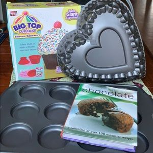 Bakers Delight: 3 baking pans and recipe book